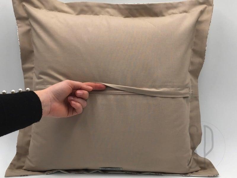 Cucire Cuscini.Il Cuscino Con Bordo E Zip Nascosta Tutorial Di Cucito Sara Poiese