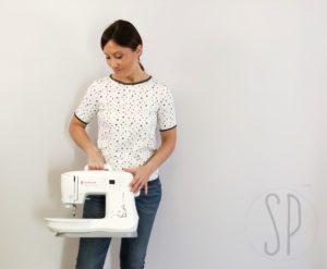 come cucire la maglietta elasticizzata in jersey e rifinire scollo - con sara poiese